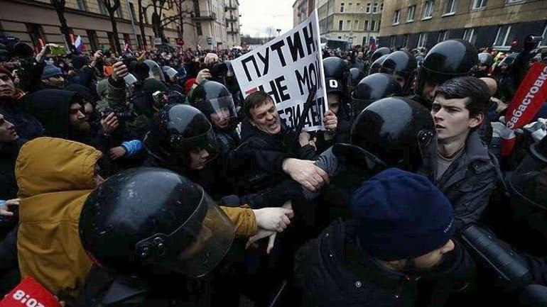 Συλλήψεις διαδηλωτών στη Ρωσία σε μη εξουσιοδοτημένες διαδηλώσεις – Καταδικάζει την καταστολή ΗΠΑ και ΕΕ