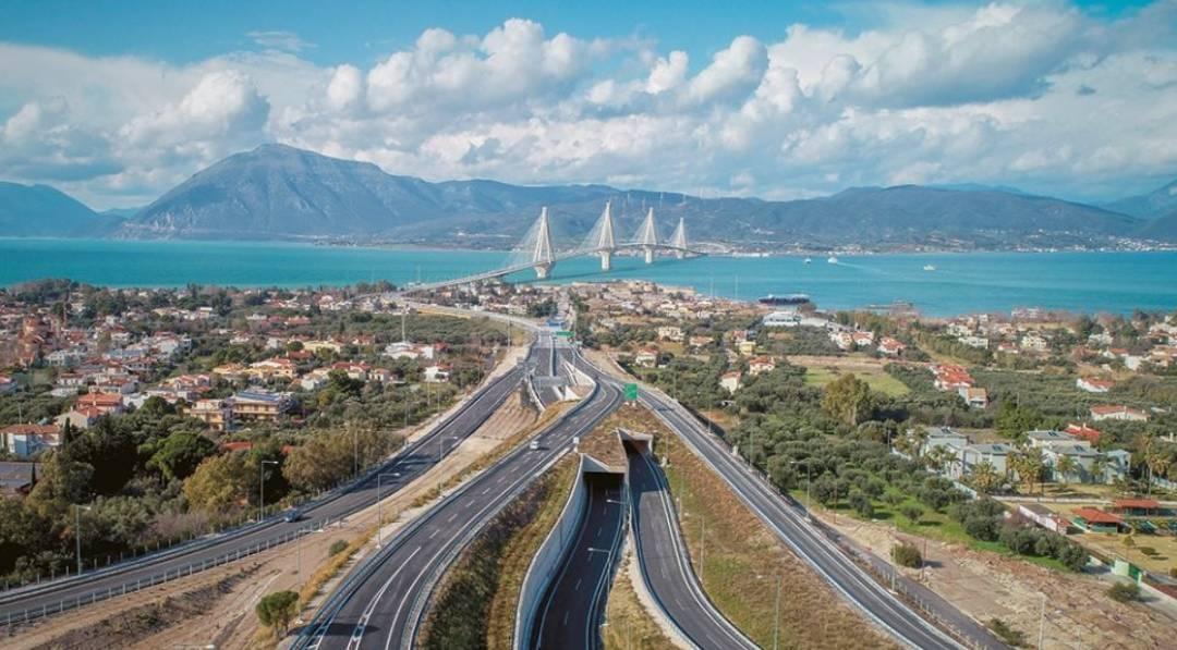 Ερχονται οι έξυπνοι δρόμοι και η αυτόματη οδήγηση στην Ελλάδα – Τι είναι η «Βίβλος Ψηφιακού Μετασχηματισμού»